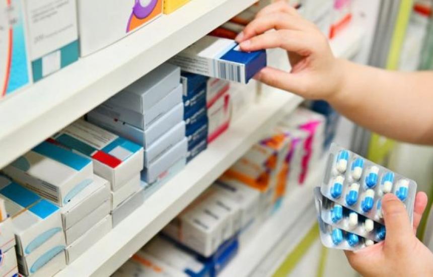 Гарантират със закон двата лева на аптеките