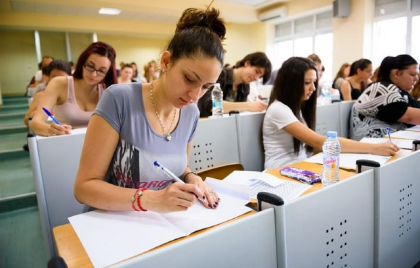 Приемат документи за 4 специалности в МУ Варна
