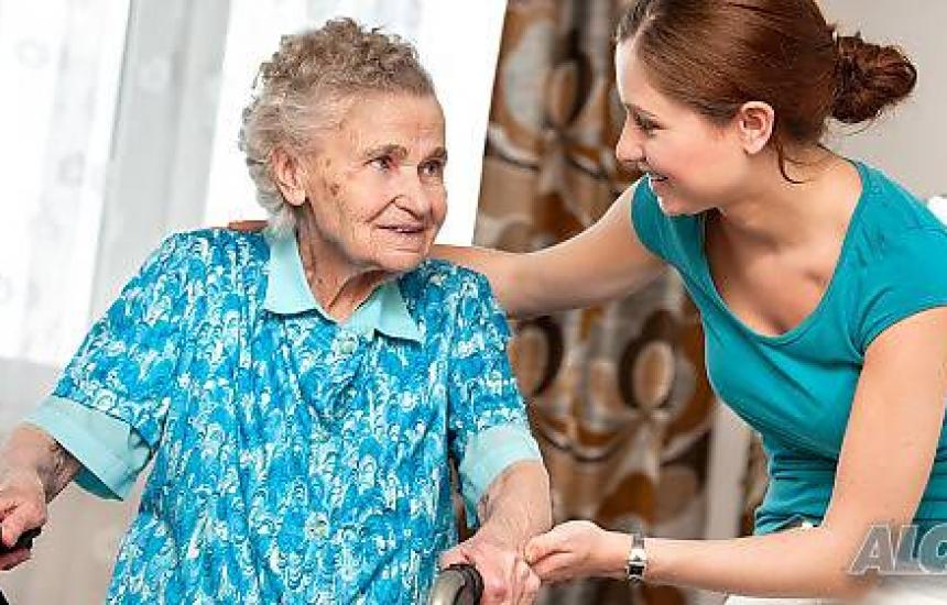 Търсят специалисти за гледане на възрастни в Бургас