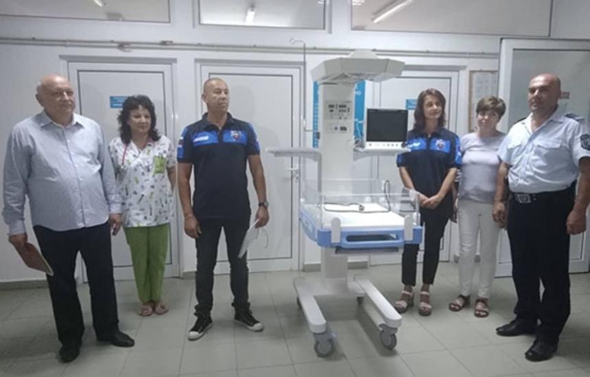 Полицаи дариха апарат на болницата в Кърджали