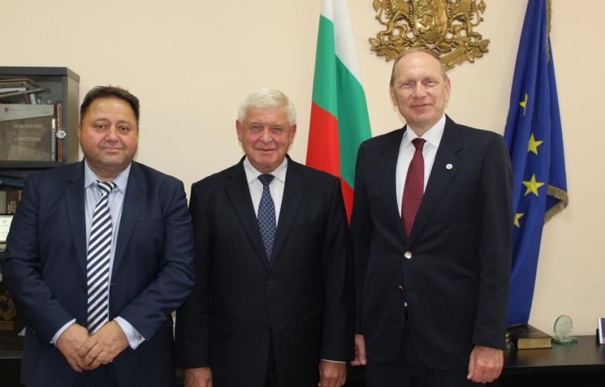 Ананиев се срещна с проф. Айделман