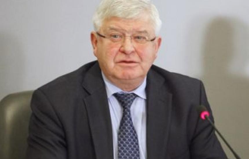 Ананиев: Директорите определят заплатите