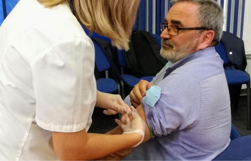 Увеличават безплатните ваксини за пенсионери