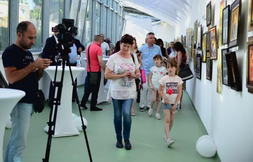 Подреждат изложба в НДК срещу рака