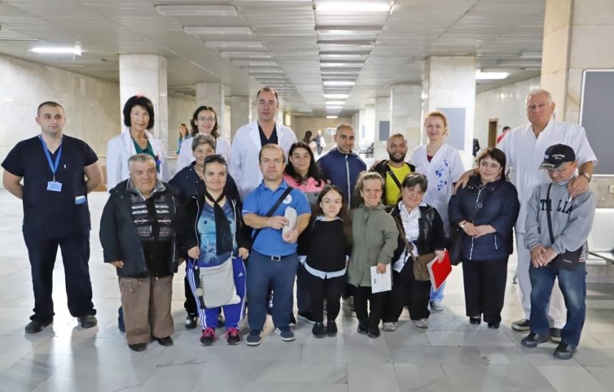 Mалки български хора с безплатни прегледи във ВМА
