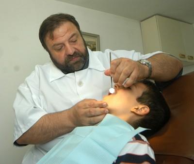 Българите до 40 са изгубили по шест зъба