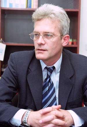 Утре изслушват проф. Петко Салчев
