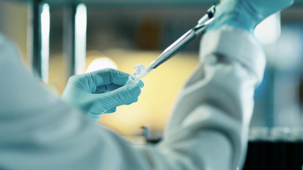 Бактерия унищожи една четвърт от кожата на мъж