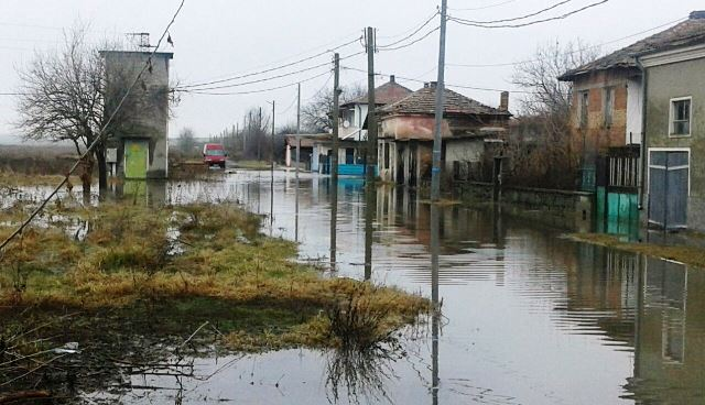 БЧК дарява 218 000 на Камено и Бургас