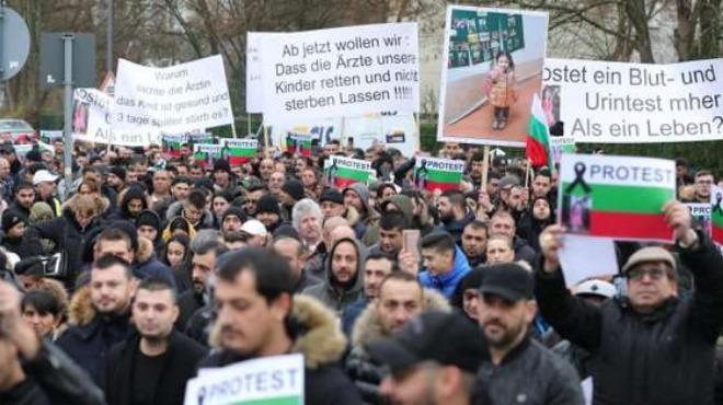 800 на протест заради смъртта на българче