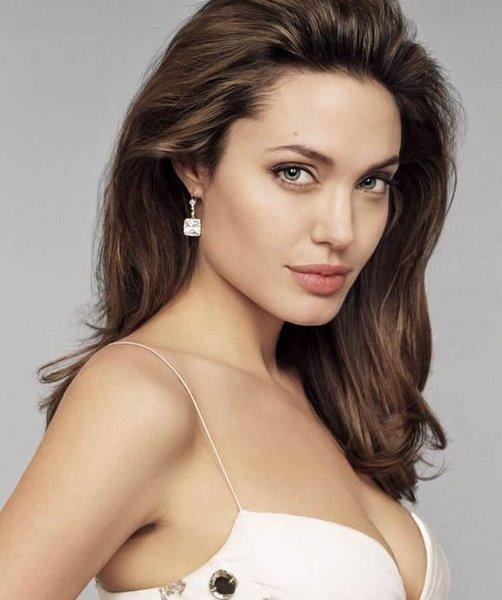 Angelina Jolie Bob Hair Тестът н...