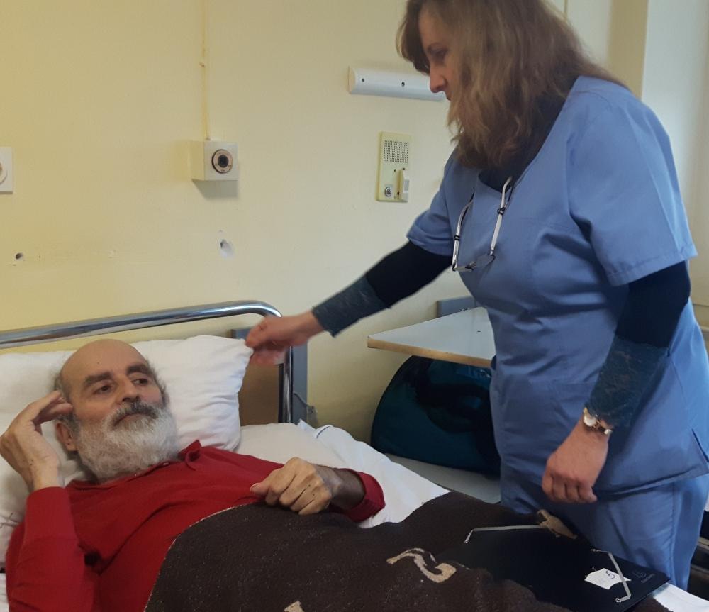 Болница в Бургас приюти бездомник