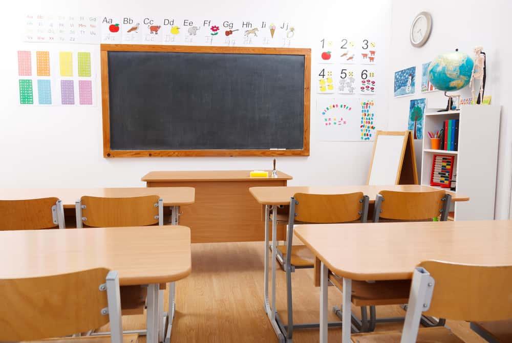 Без уроци в 419 училища и градини
