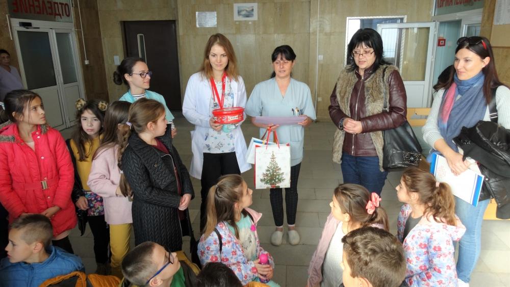 Ученици направиха дарение на болница