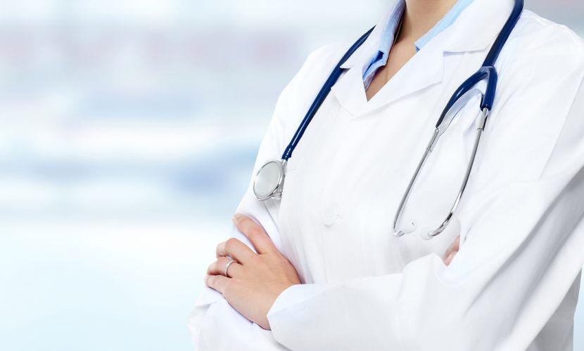Нападнатата лекарка в Добрич остава на работа