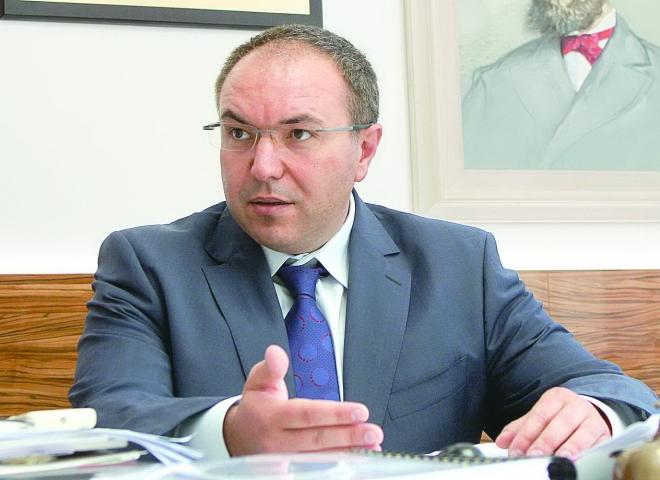 Д-р Ангелов: Не източваме касата