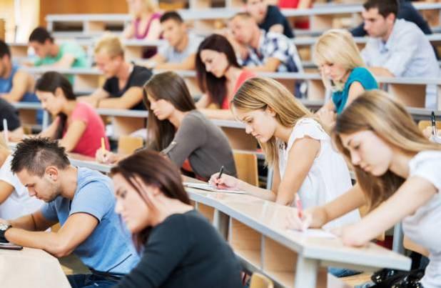 Намаляват държавната издръжка за студентите по медицина