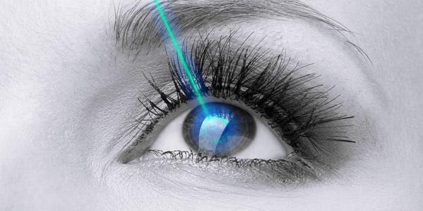 Иновативни очни операции на живо