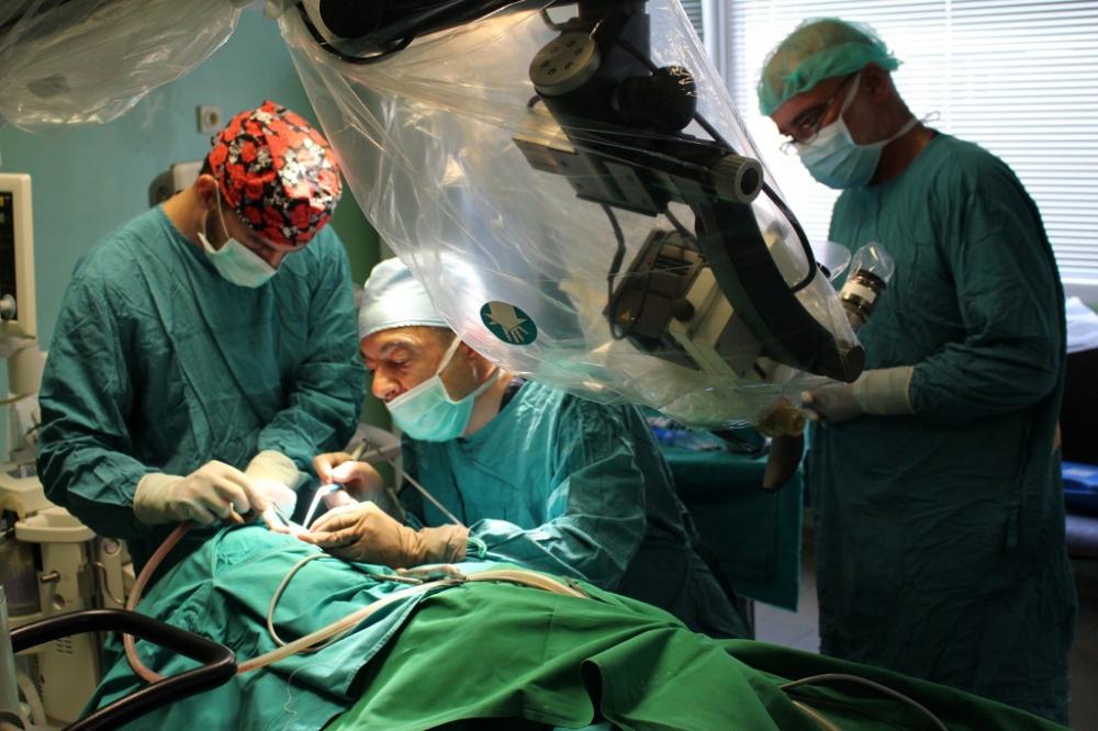 Първи кохлеарни имплантации в Бургас