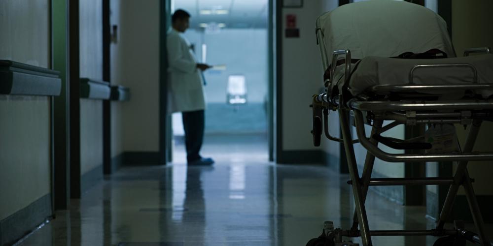 Преглеждат нощем пациентите на 63 джипита