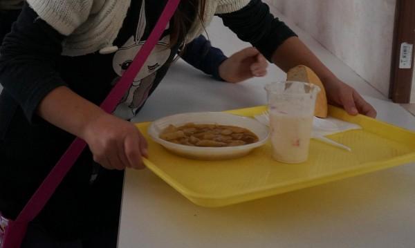 Топъл обяд за деца в нужда
