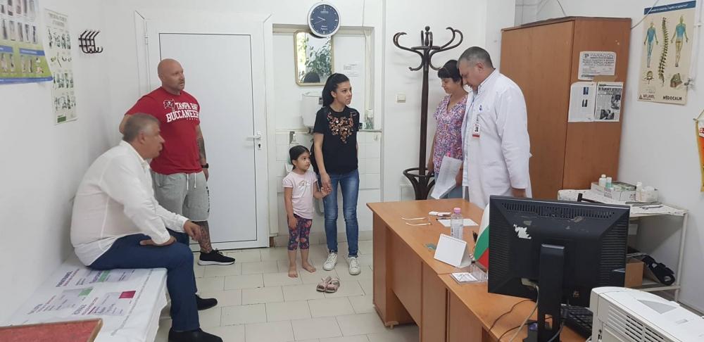 Пироговци прегледаха 350 деца в Хасково