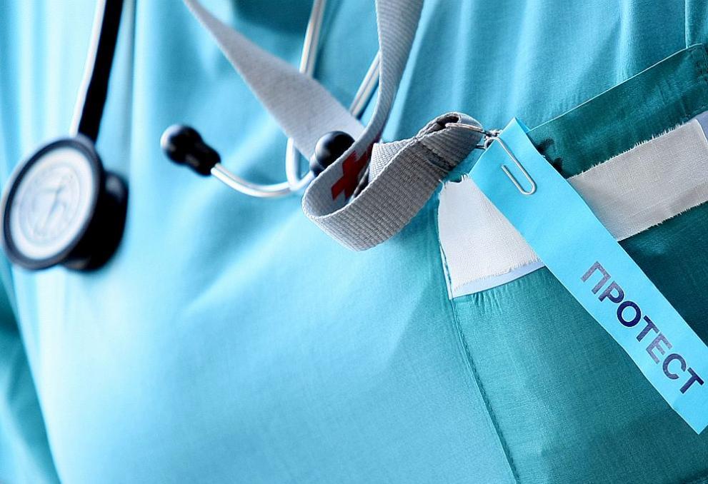 Сестри от 2 болници с колективни оставки