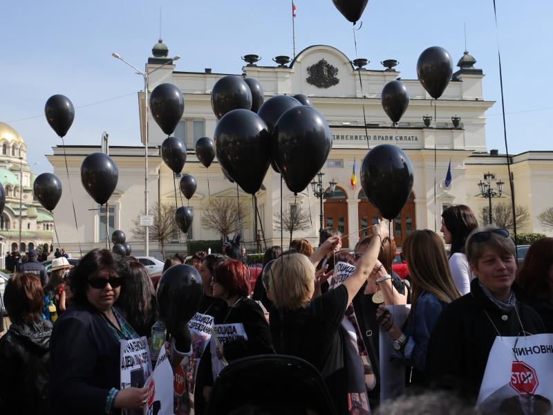 Протестират и родителите на деца с увреждания
