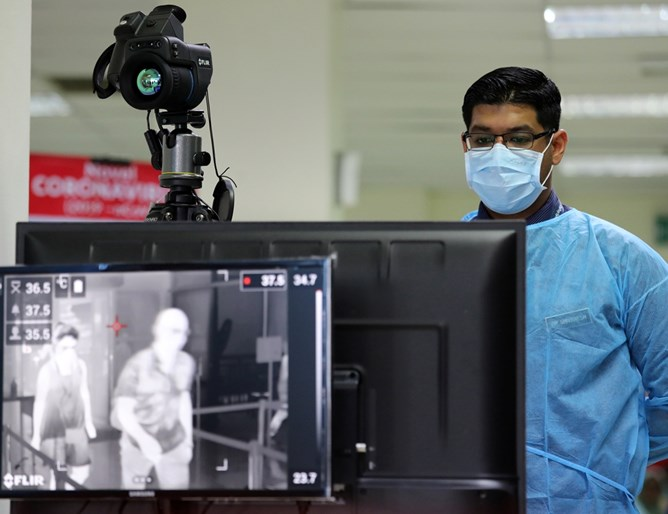 Робот открива хора с висока температура
