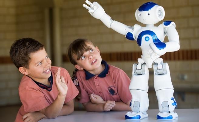 БАН с форум за роботите в училище