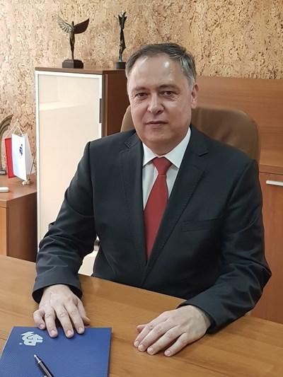 Уволниха ректор за плагиатство
