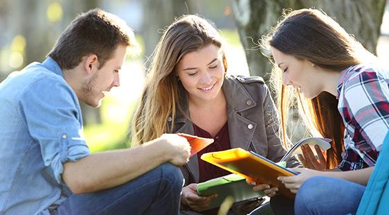 Обявиха стипендиите за следване в чужбина
