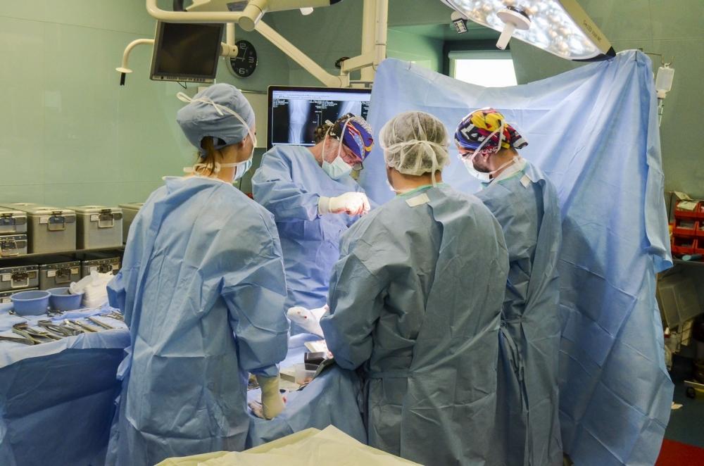 """Индивидуална колянна става имплантираха в """"Тракия"""""""