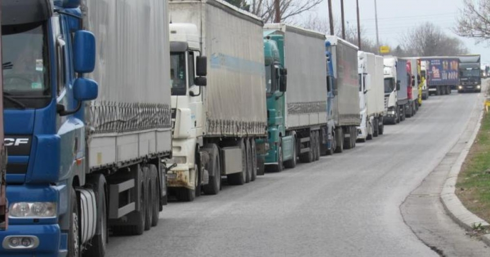 Забраняват влизането на камиони у нас