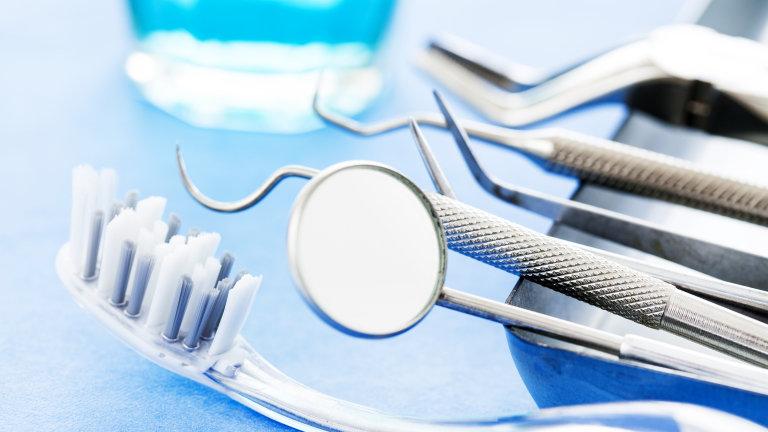 Отстраниха 526 зъба от устата на дете